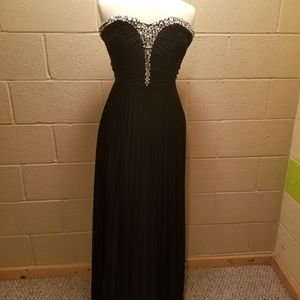 Gorgeous prom/wedding guest dress